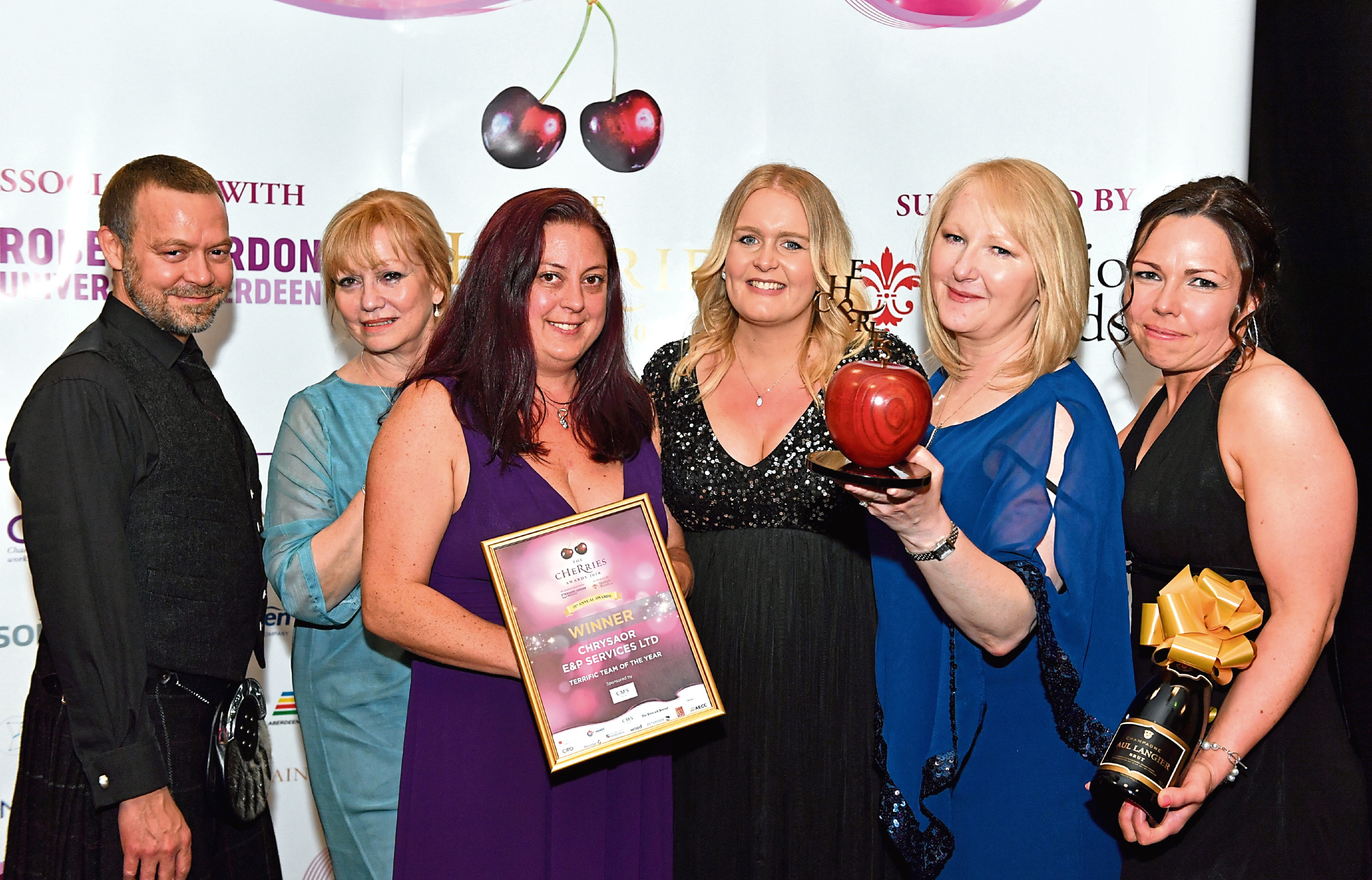 Colleagues from Chrysaor E&P Service pick up 2018 award.