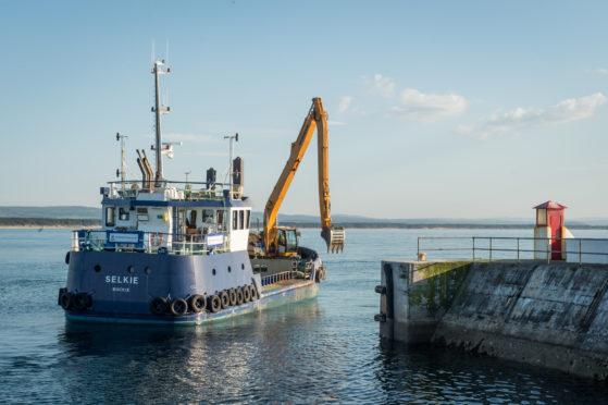 Selkie dredging at Burghead.