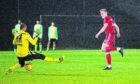 Sam Cosgrove scores to make it 1-0 Aberdeen.