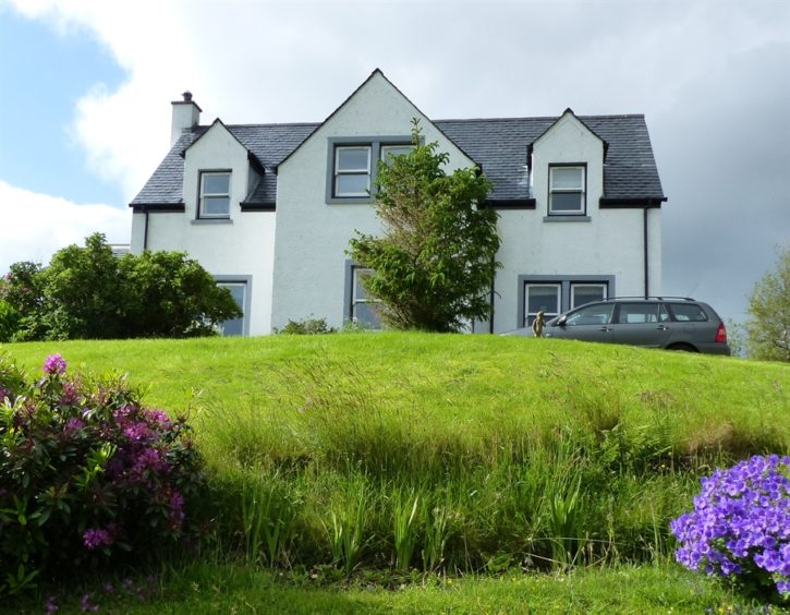 Vatersay House: An adults only B&B situated in a rural and elevated position in the picturesque GlenHinnisdal