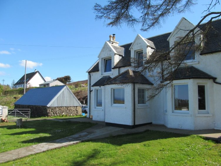 Lighthouse Cottage: The cottage is located on the west coast of the Trotternish Peninsula, just a 20 minute drive north of Portree