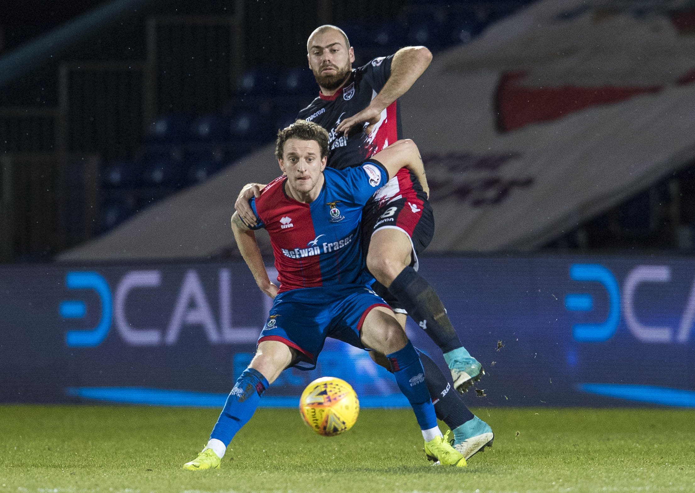 11/02/19 WILLIAM HILL SCOTTISH CUP 5TH ROUND ROSS COUNTY v INVERNESS CT THE GLOBAL ENERGY STADIUM - DINGWALL Inverness CT's Tom Walsh (L) in action with Ross County's Kenny Van Der Weg.