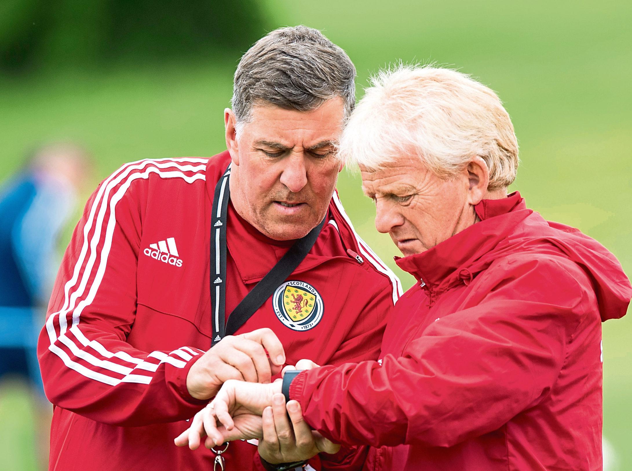 09/06/17 SCOTLAND TRAINING MAR HALL Scotland manager Gordon Strachan (right)