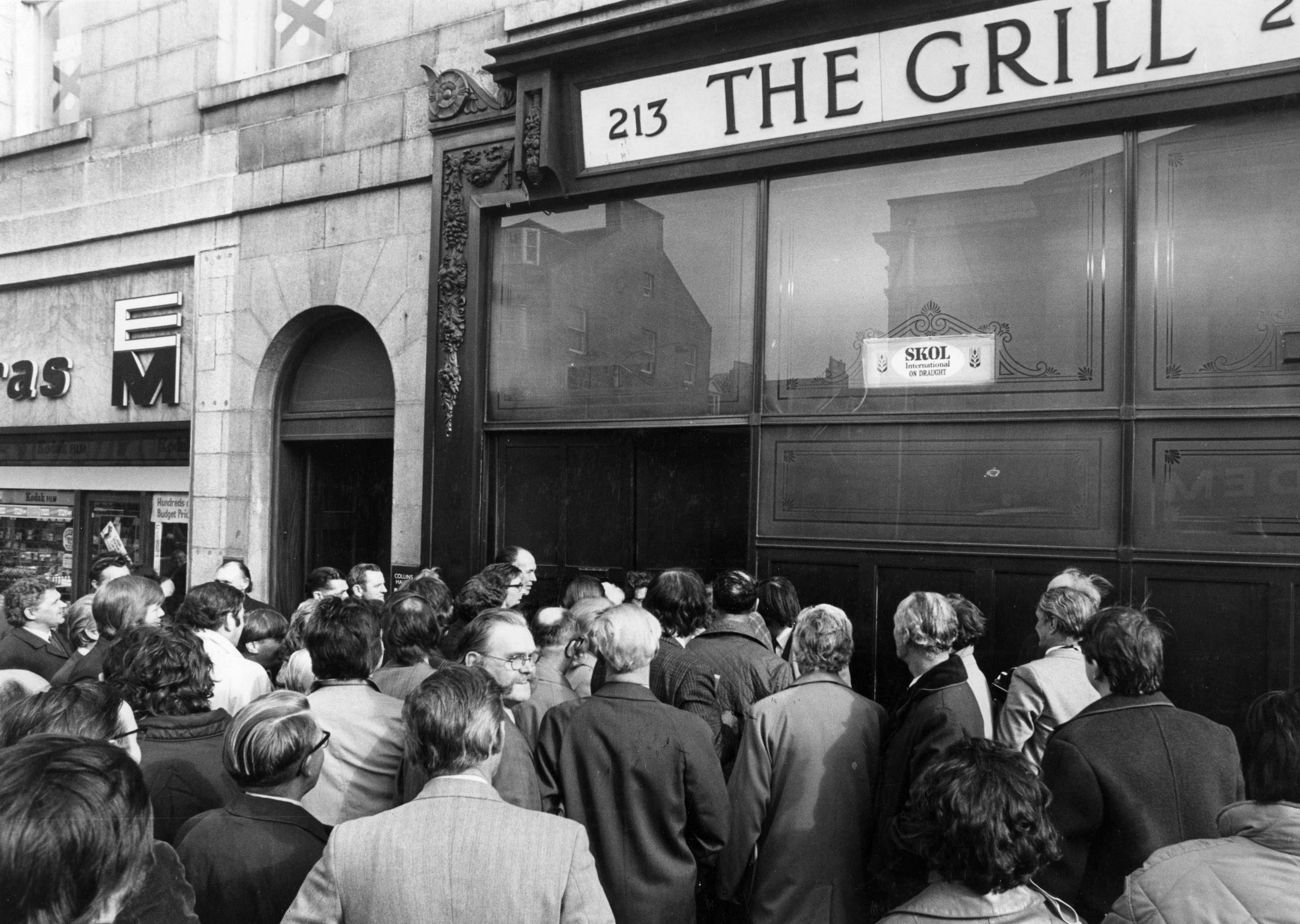 People queuing outside The Grill in 1973.