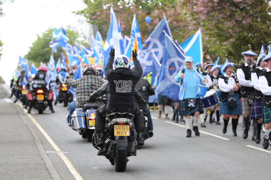 More than 750 people took to the streets of Stornoway in support of Scottish Independence on Saturday.