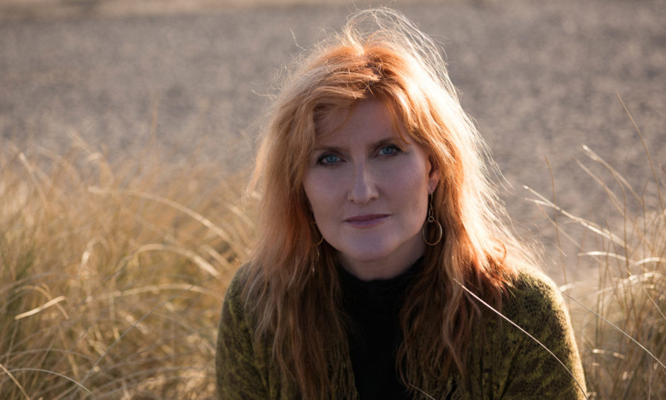 Eddi Reader joined Annie Lennox on tour with the Eurythmics in 1983.