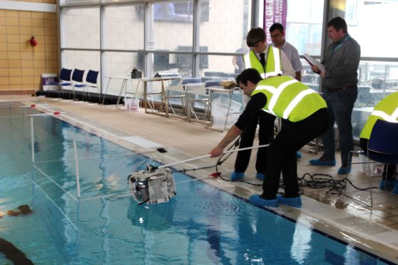 School students testing their ROV in the RGU Sport swimming pool