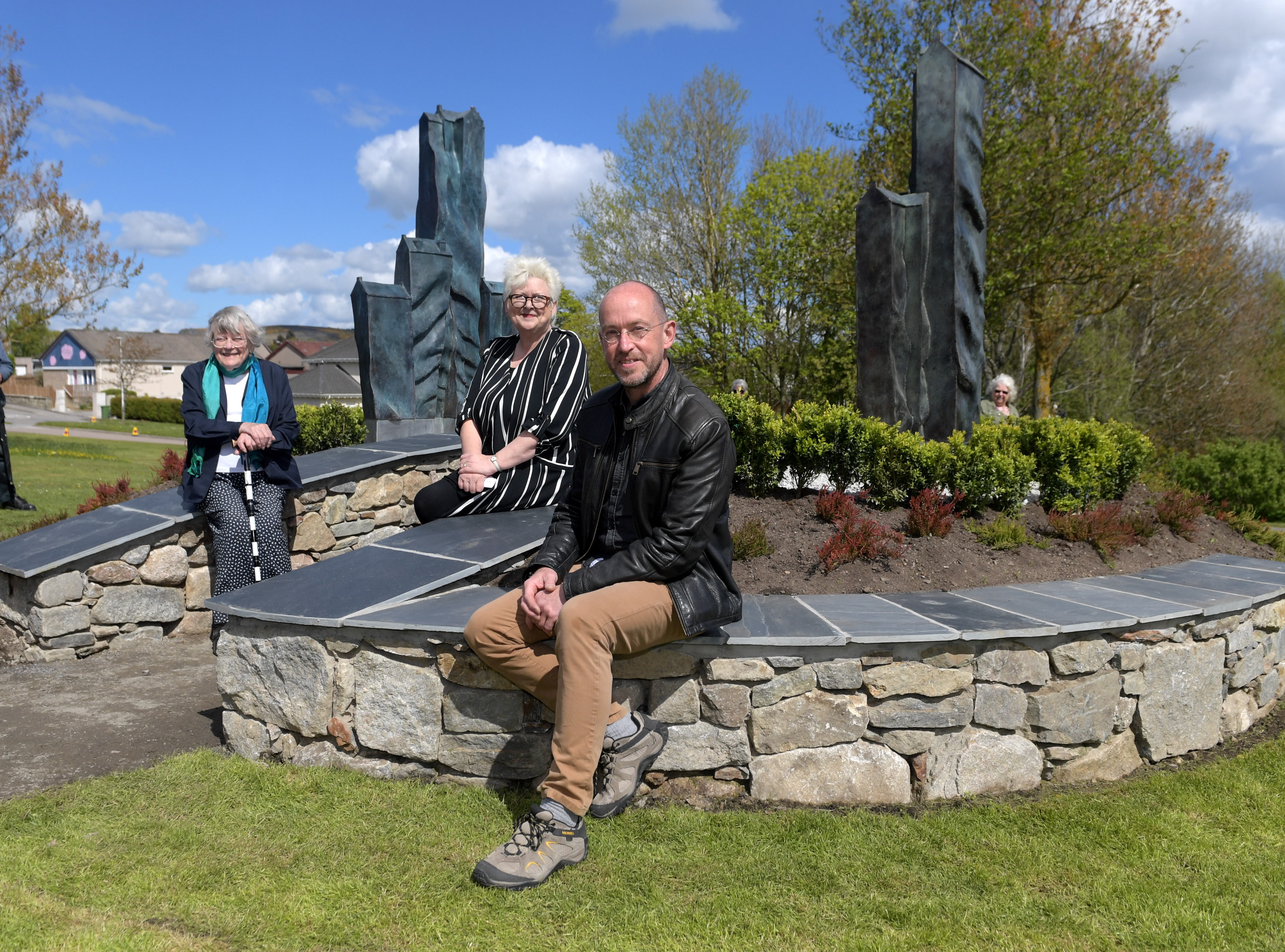 The new gateway sculpture at Westhill was unveiled today. Pictured is the artist Holger Lonze and, from left,  91 year old Sheila Kelly, who lives in the oldest house in Westhill and one of the project team Kate Lumsden. 11/05/19 Picture by KATH FLANNERY