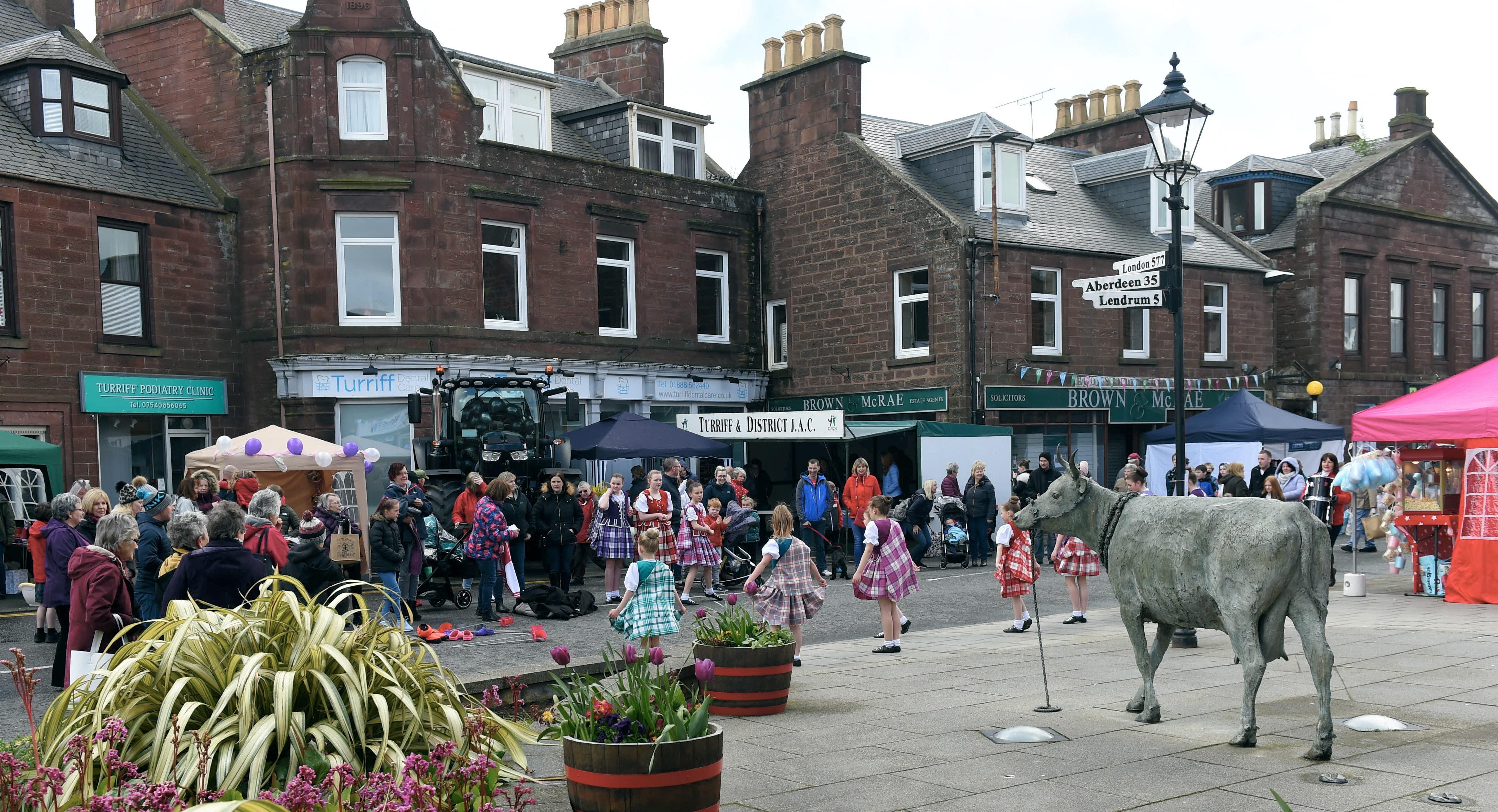 Turriff May Day celebrations. 06/05/29 Picture by HEATHER FOWLIE