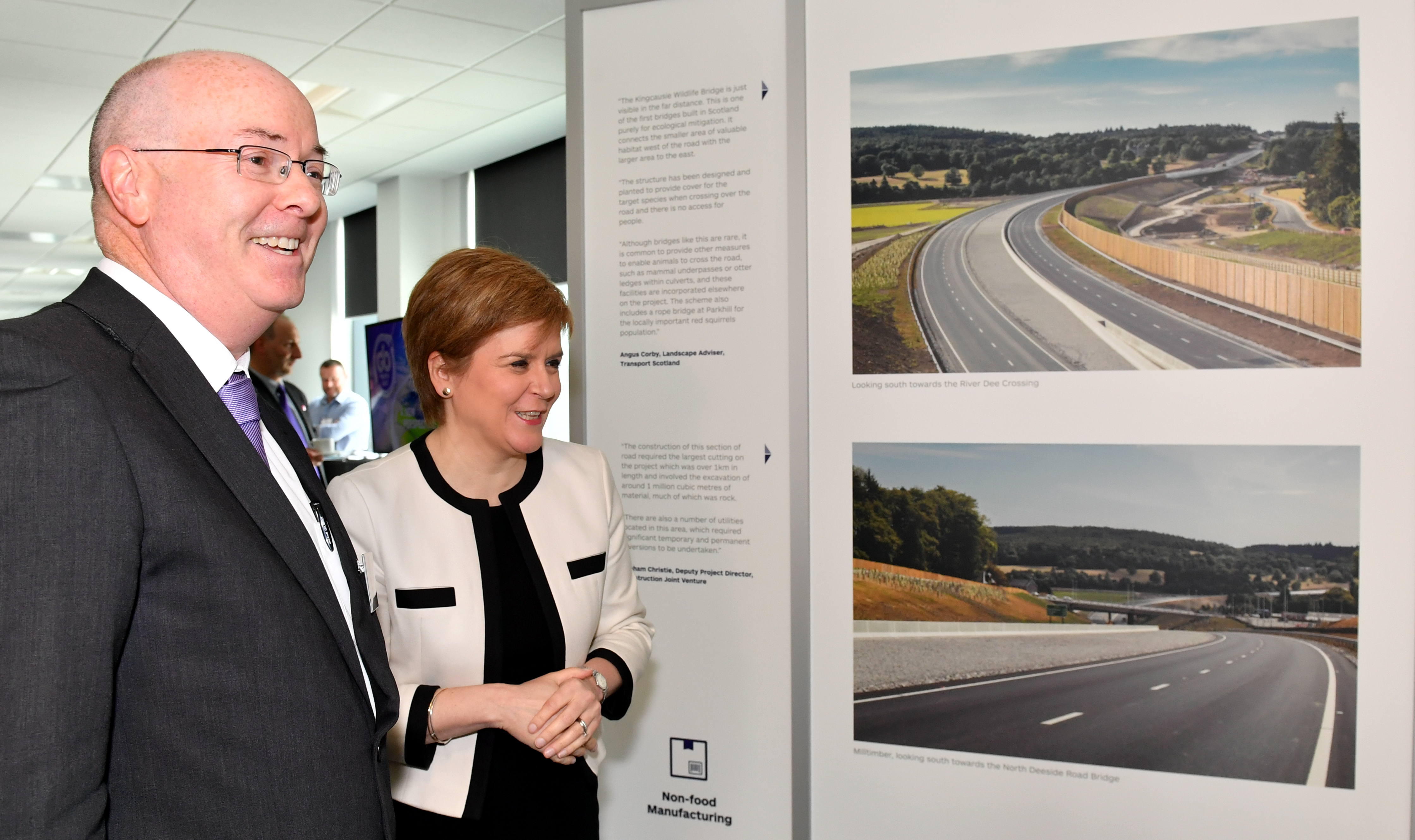 Roy Brannen (Transport Scotland  Chief Exec) and the First Minister Nicola Sturgeon.
