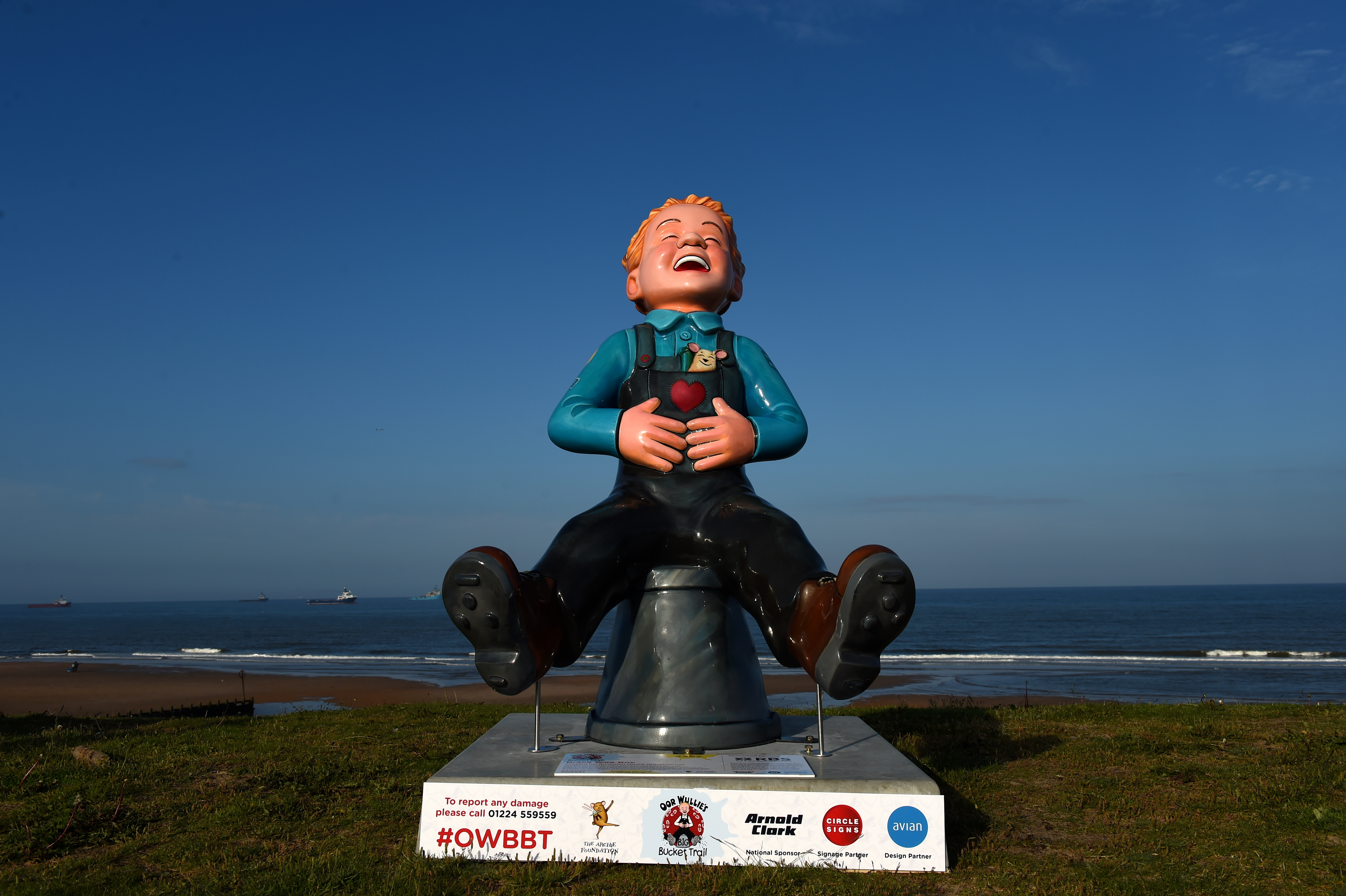 Oor Wullie's Big Bucket Trail being installed across Aberdeen.
