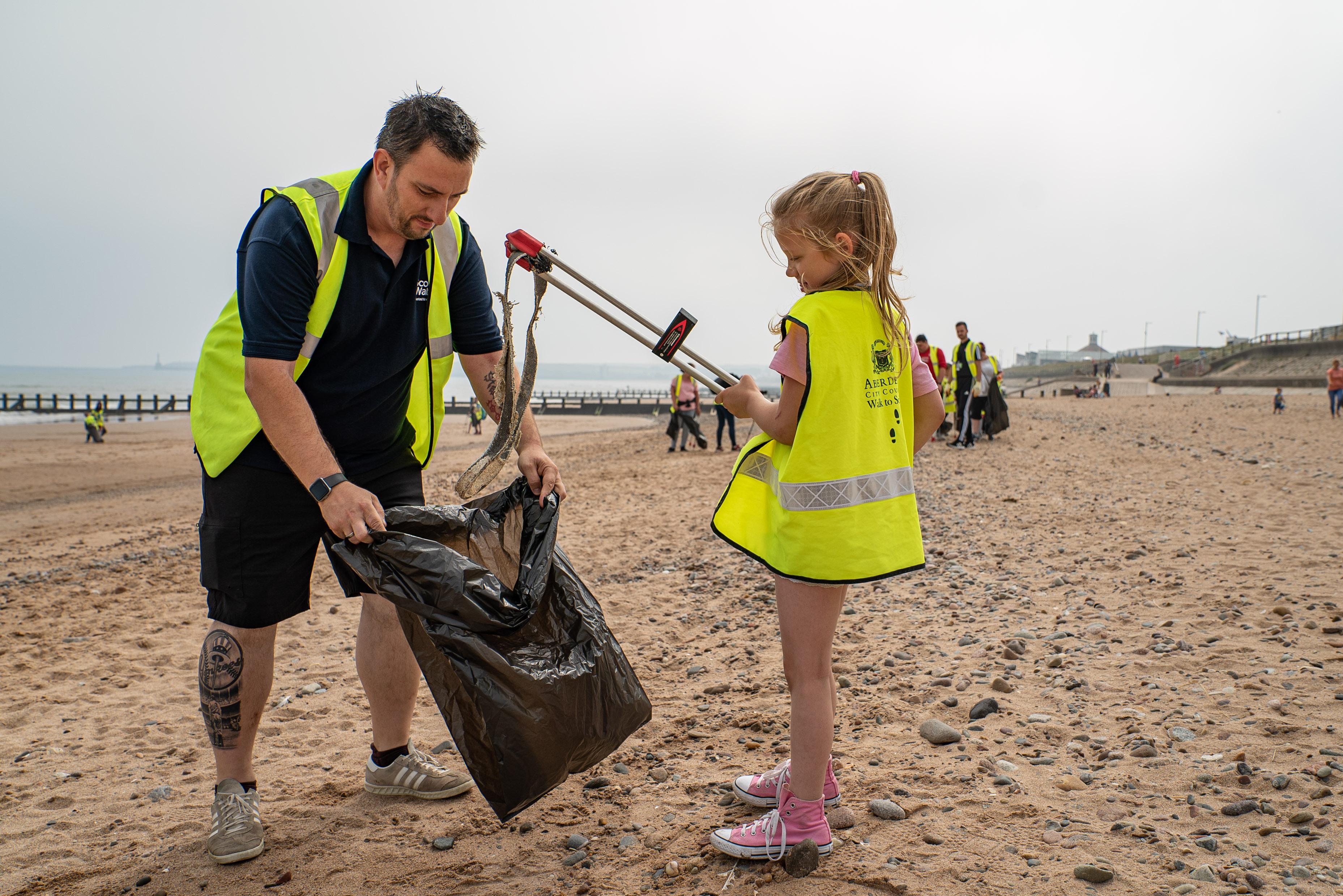 School kids picking up litter from Aberdeen Beach with Scottish Water.