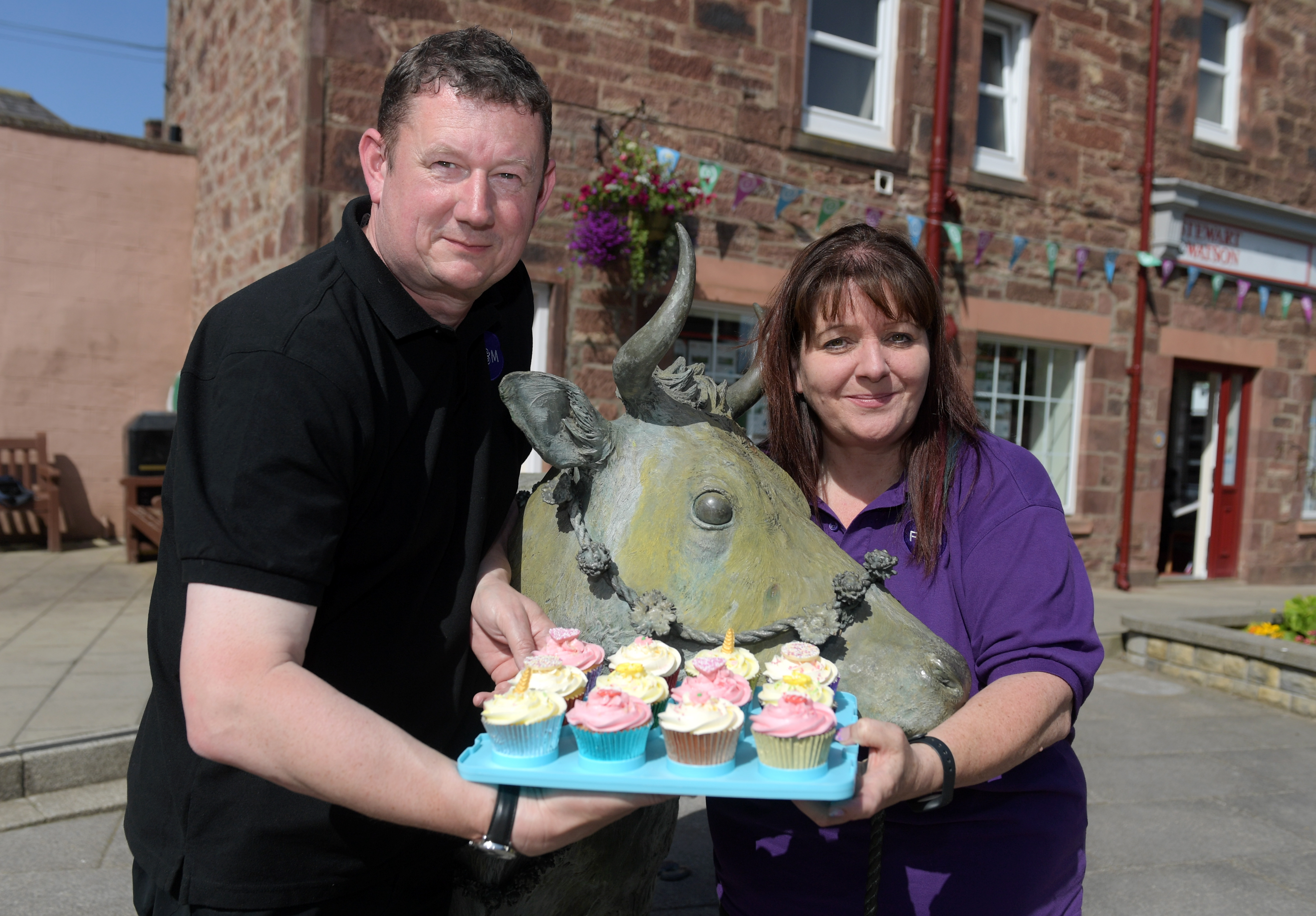 Mike and Samantha Rawlins with their cup cakes.  Picture by Kath Flannery