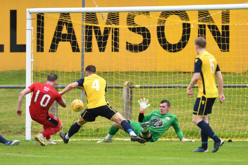 No 10 Declan McManus Ross County shoots and scores   Pictures by JASON HEDGES