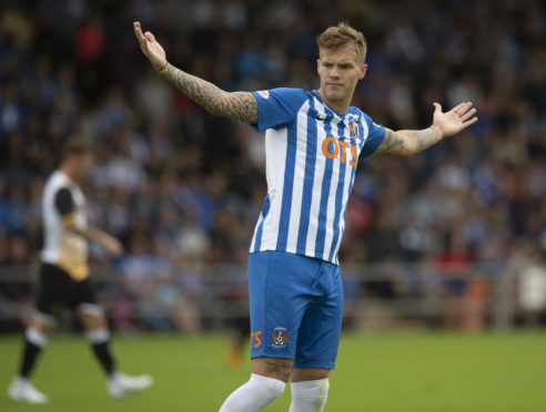Lee Erwin in action for Kilmarnock.