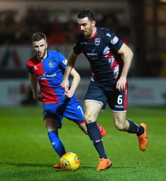 11/02/19 WILLIAM HILL SCOTTISH CUP 5TH ROUND ROSS COUNTY v INVERNESS CT THE GLOBAL ENERGY STADIUM - DINGWALL Ross County's Ross Draper (R) in action with Inverness CT's Liam Polworth.