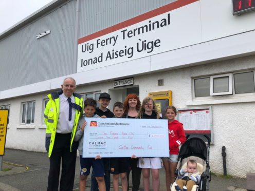 Uig Port Manager, Donald Beaton presents Comann nam Pàrant Port Rìgh with their £2000 cheque.