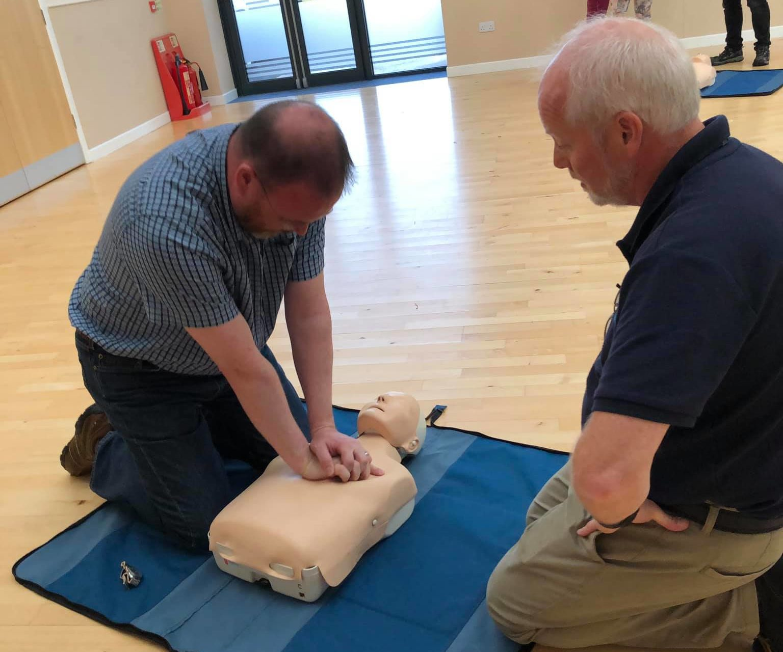 MP David Duguid learning CPR