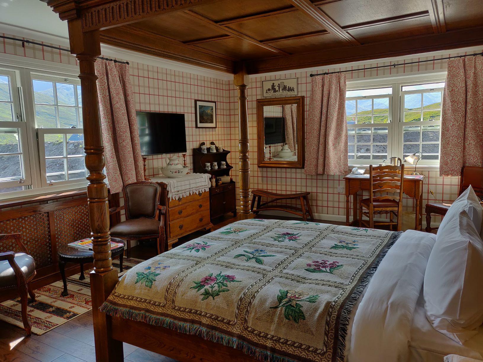 Inside the Cluanie Inn