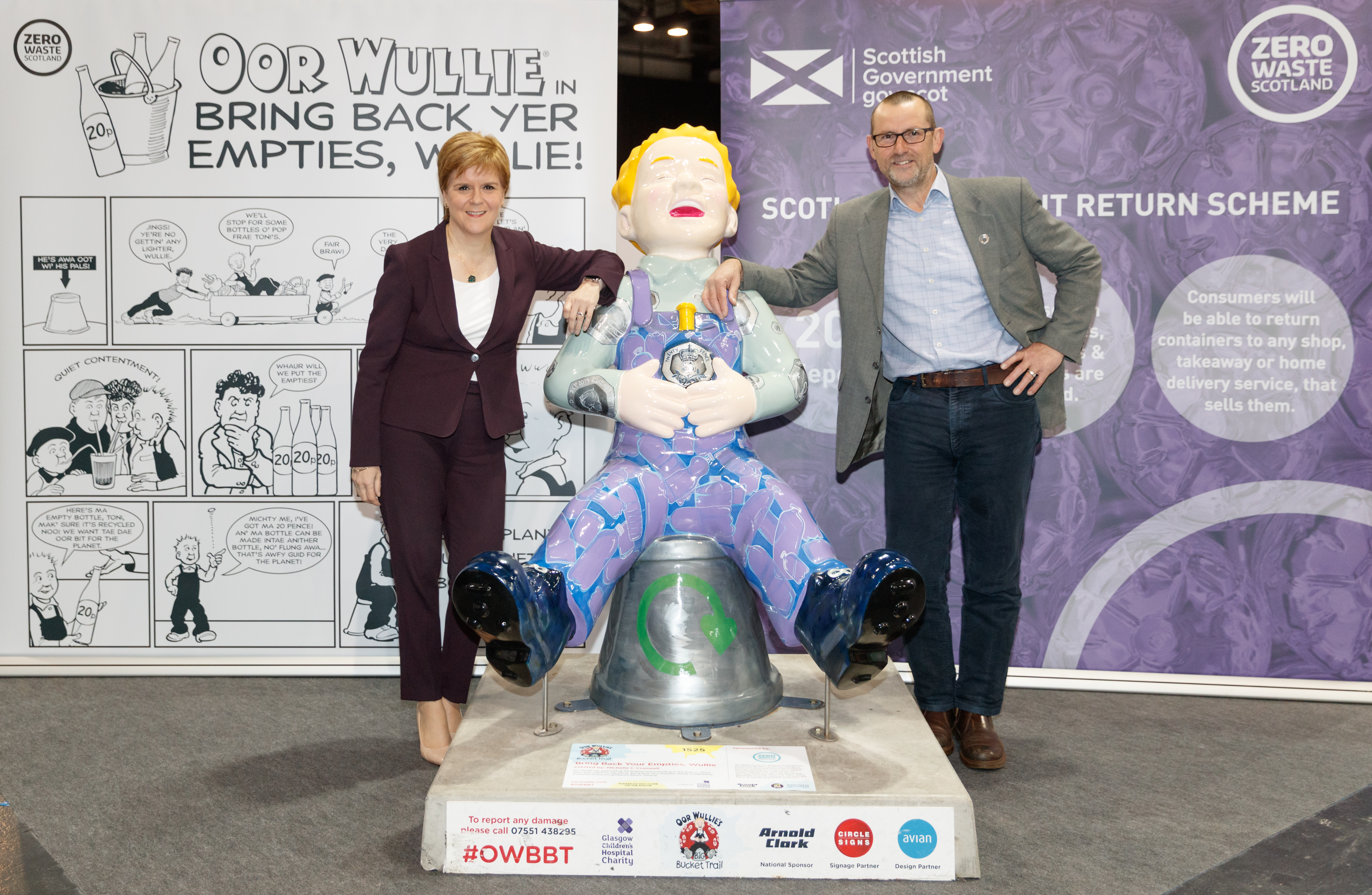 First Minister Nicola Sturgeon launches the Farewell Weekend for Oor Wullie's BIG Bucket Trail at the SEC, Glasgow on 13th September 2019.  Picture shows First Minister Nicola Sturgeon with Iain Gulland, CEO of Zero Waste Scotland.