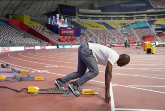 Michael Johnson in the starting blocks. Twitter image from his page 30/09/2019