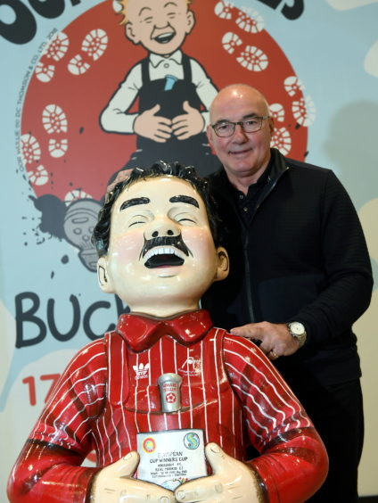 Oor Wullie with former Dons captain Willie Miller