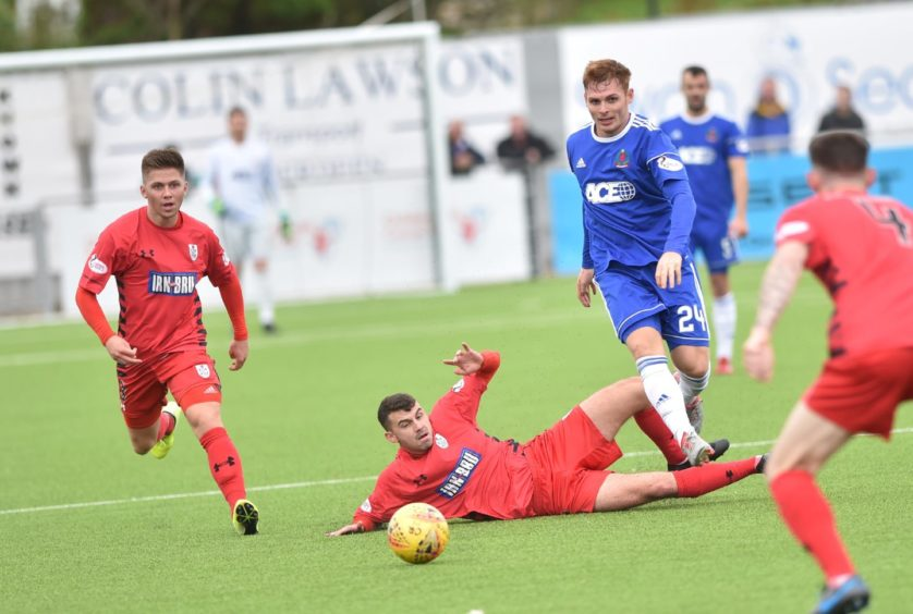 Cove's Fraser Fyvie in action. Picture by COLIN RENNIE