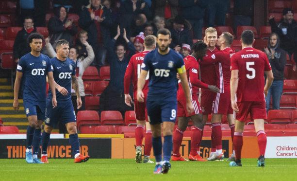 The Aberdeen players celebrate Sam Cosgrove's goal.