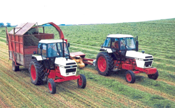 Two 90 series tractors, a 1690 on the forage harvester and a 1490 on the trailer work hard at lifting the silage crop in the 1980s.