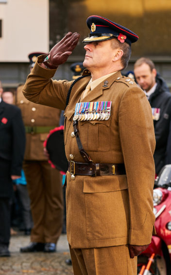 Senior Officer from 39 Engineer Regiment, Kinloss places a wreath.