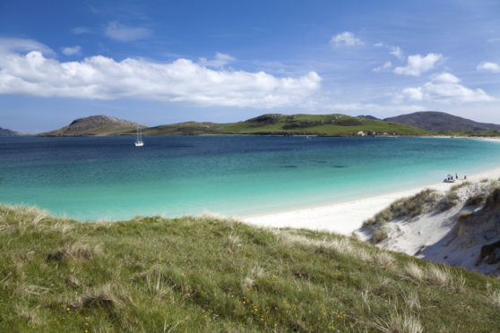 Vatersay : white sandy beach and turquoise sea