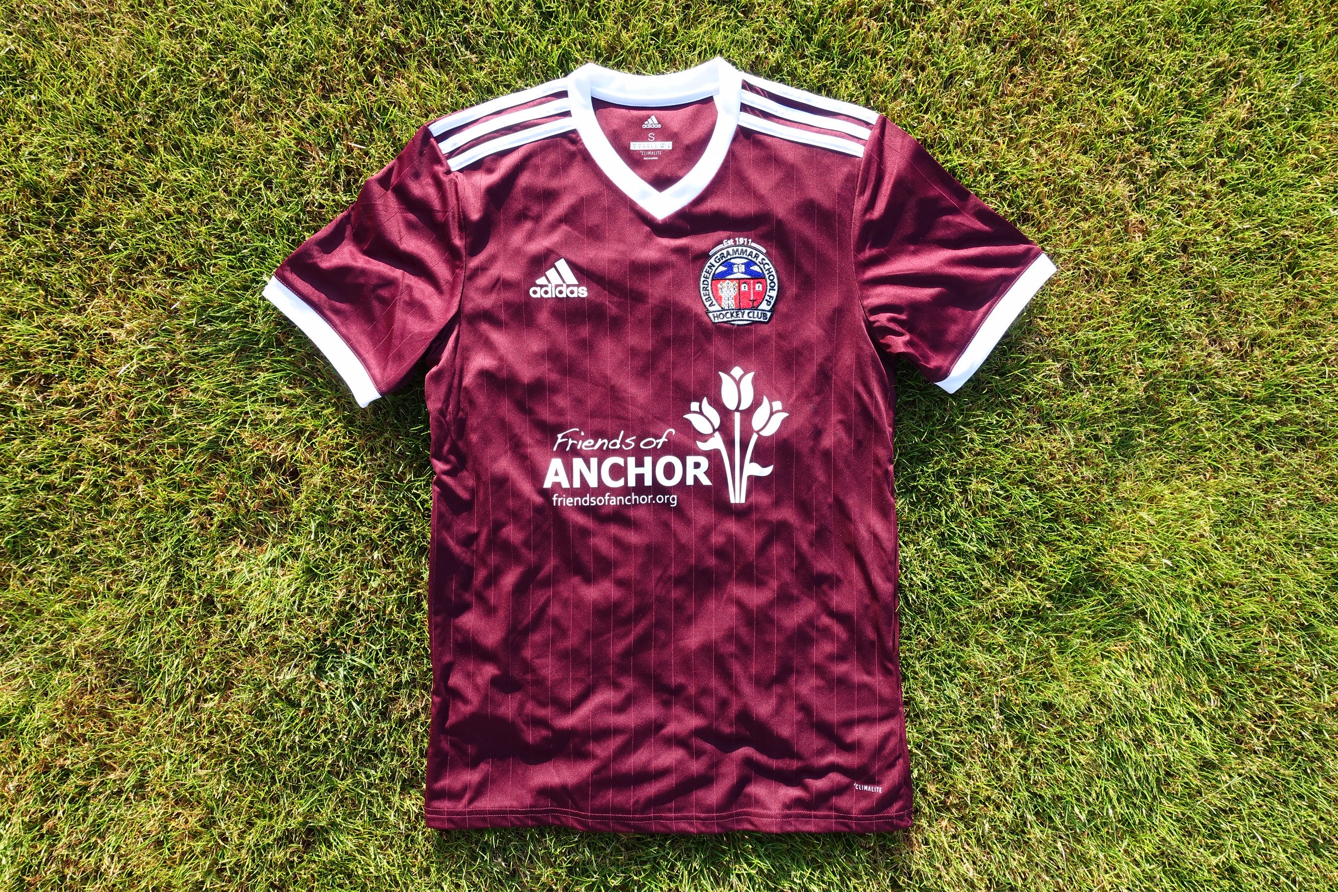 Aberdeen Grammar's hockey jersey with the cancer charity Friends of Anchor logo