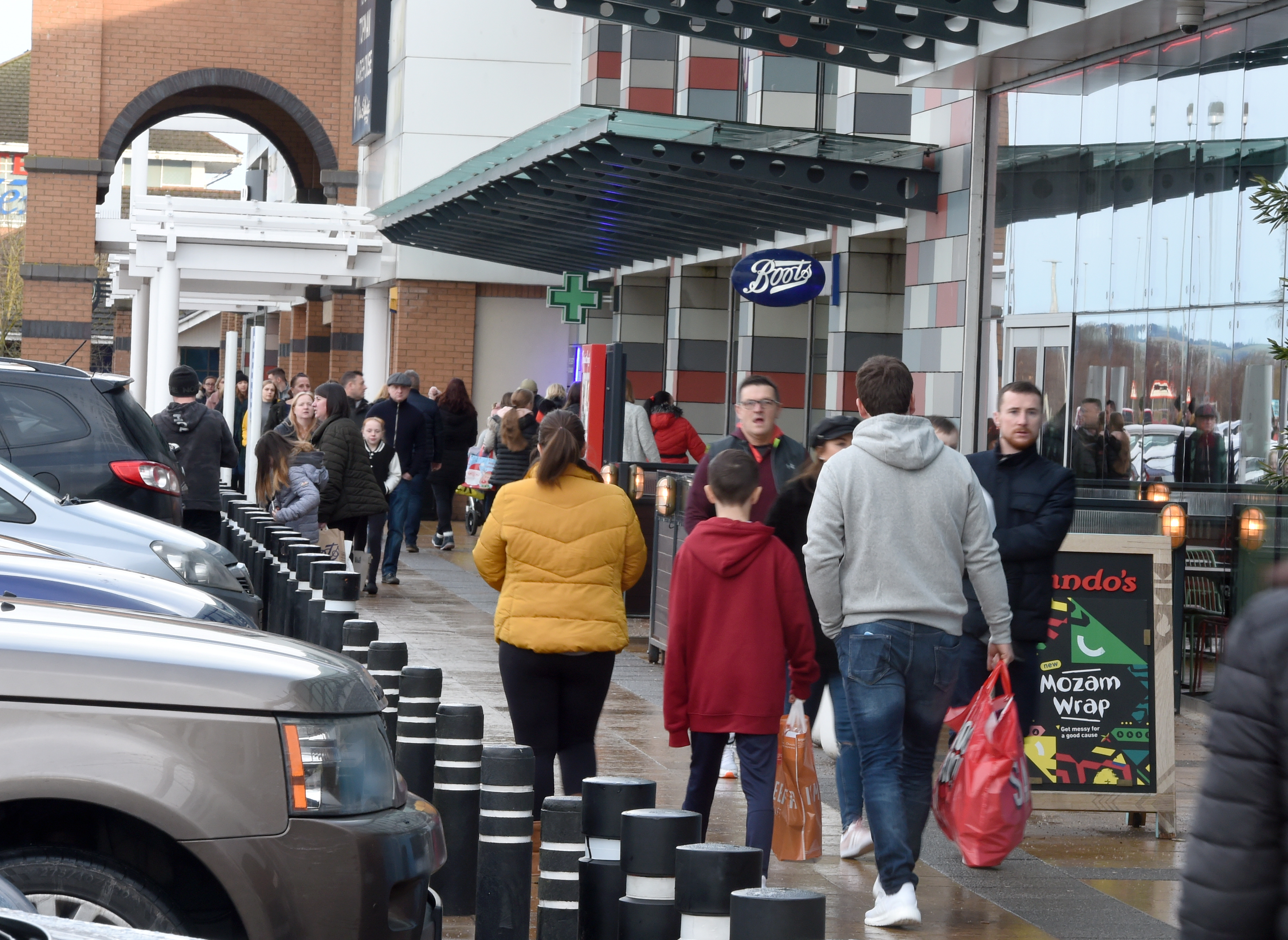 Inverness Business and Retail Park busy with Boxing Day sale shoppers.