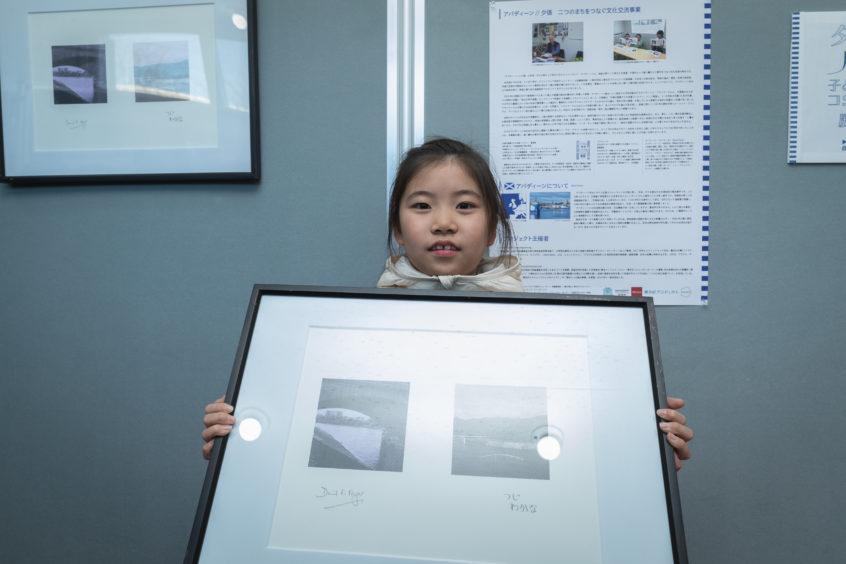 Wakana Tsuji  and the printout.   © Naoki Kobayashi