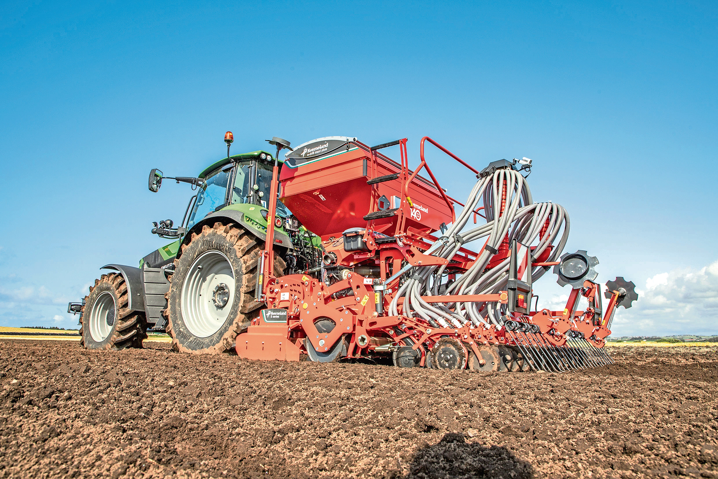 The Plus version of Kverneland's e-drill Maxi piggy-back seed drill has a hopper that can be 60:40 or 70:30 for placing fertiliser, slug pellets or a companion crop.