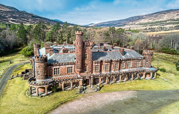 Kinloch Castle on the Isle of Rum Taken from the Friends of Kinloch Castle Friends Association With permission from Catherine Duckworth, Honorary Secretary Kinloch Castle Friends Association 1 Mitton Road Whalley Clitheroe BB7 9RX LANCASHIRE  Tel: 01254 823323    Mob: 07946 736344