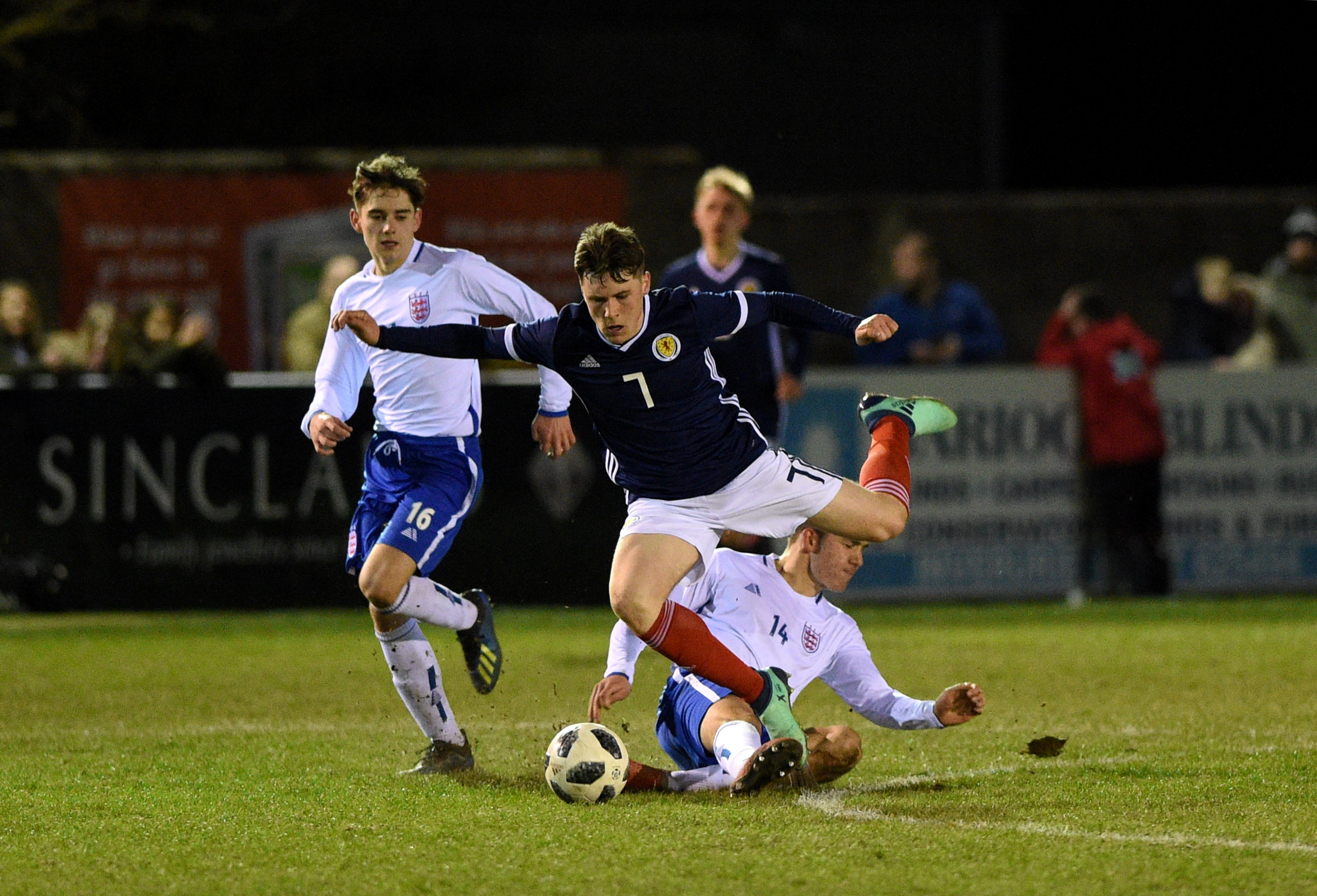 Dundee midfielder Josh Mulligan has joined Cove Rangers on loan