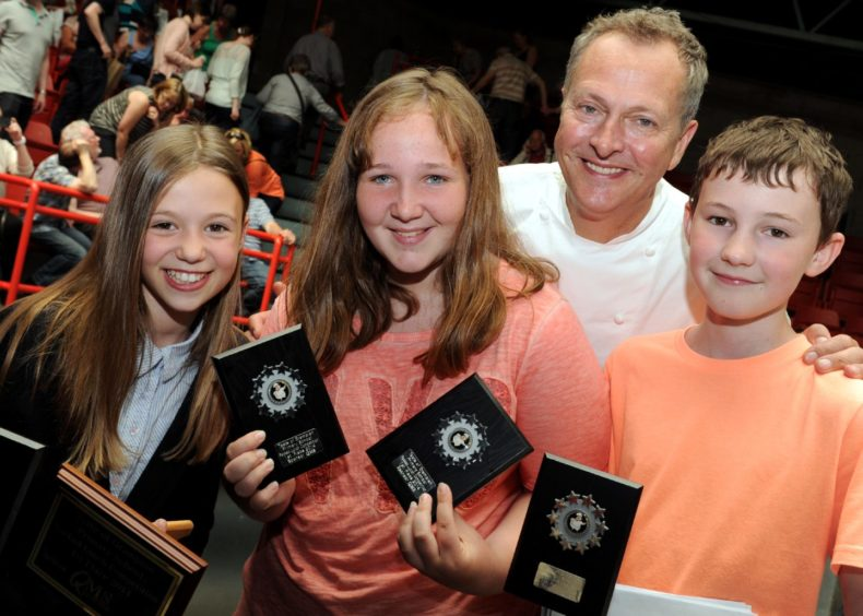 Nick Nairn with Kintore pupils from left: Erin Allanach, Mackenzie Hutchieson and Josh Allan.  Picture by JIM IRVINE