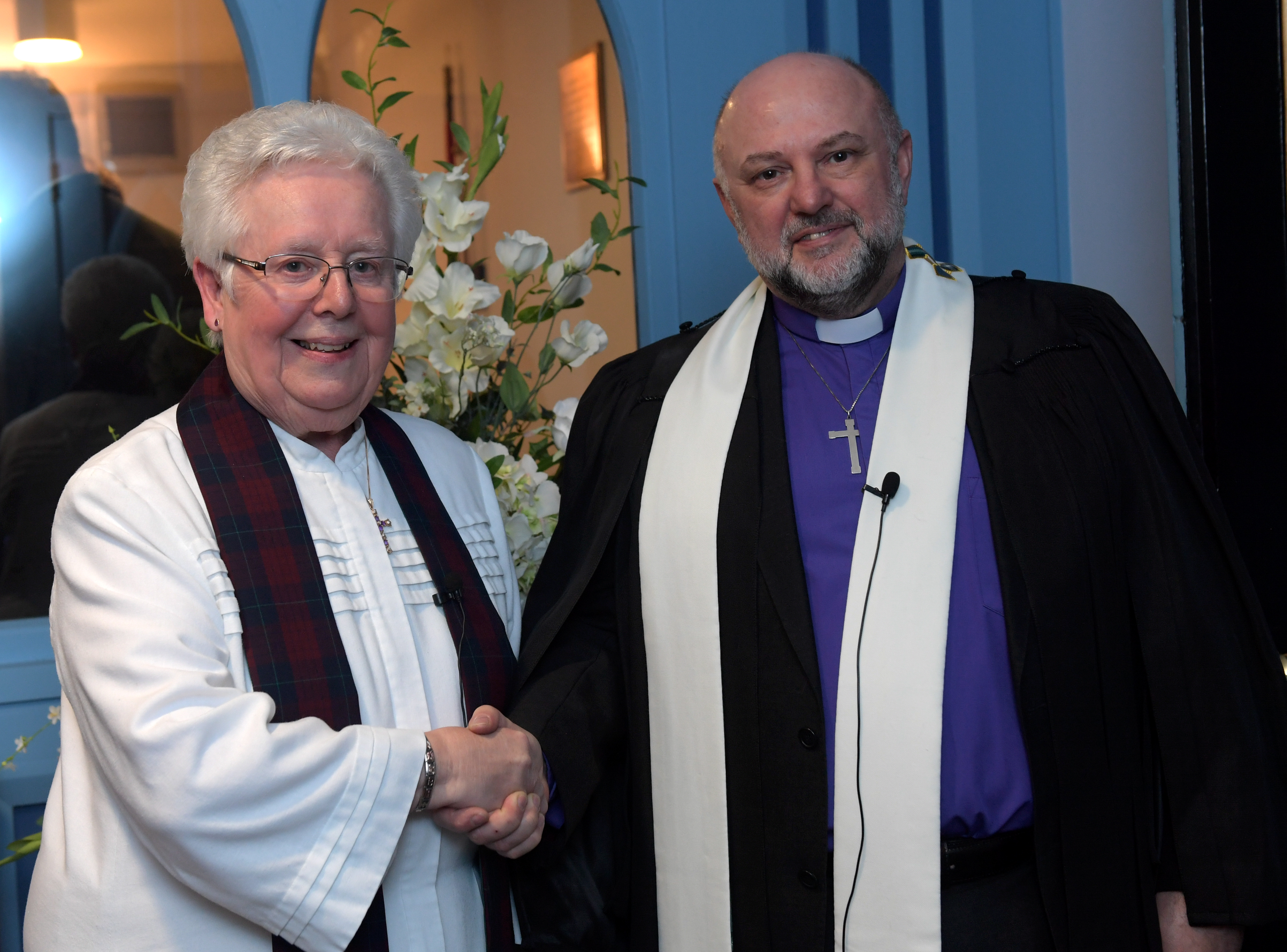 Reverend Sheila Craggs, who has been interim minister at St Andrew's Church, Inverurie, is passing over control to the new permanent minister Reverend Carl Irvine.  Picture by Kath Flannery.