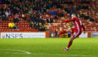 Aberdeen's Niall McGinn in action.