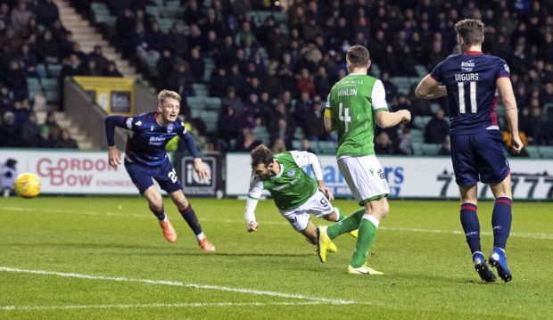 Hibernian's Christian Doidge makes it 2-0 with a header during a Ladbrokes Premiership match between Hibernian and Ross County at Easter Road. (Photo by Ross Parker / SNS Group)