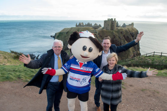 The leaders of Aberdeenshire and Aberdeen City Councils with the Tour's mascot.