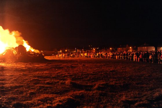 LARGE CROWDS AT THE ROSEHEARTY BONFIRE.(KING/BROWN)