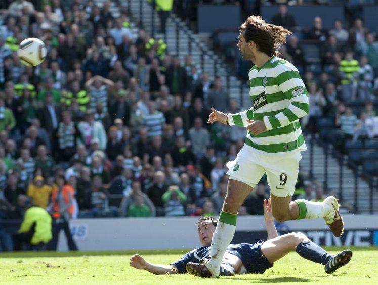 Celtic's Georgios Samaras comes close to equalising at 1-0.