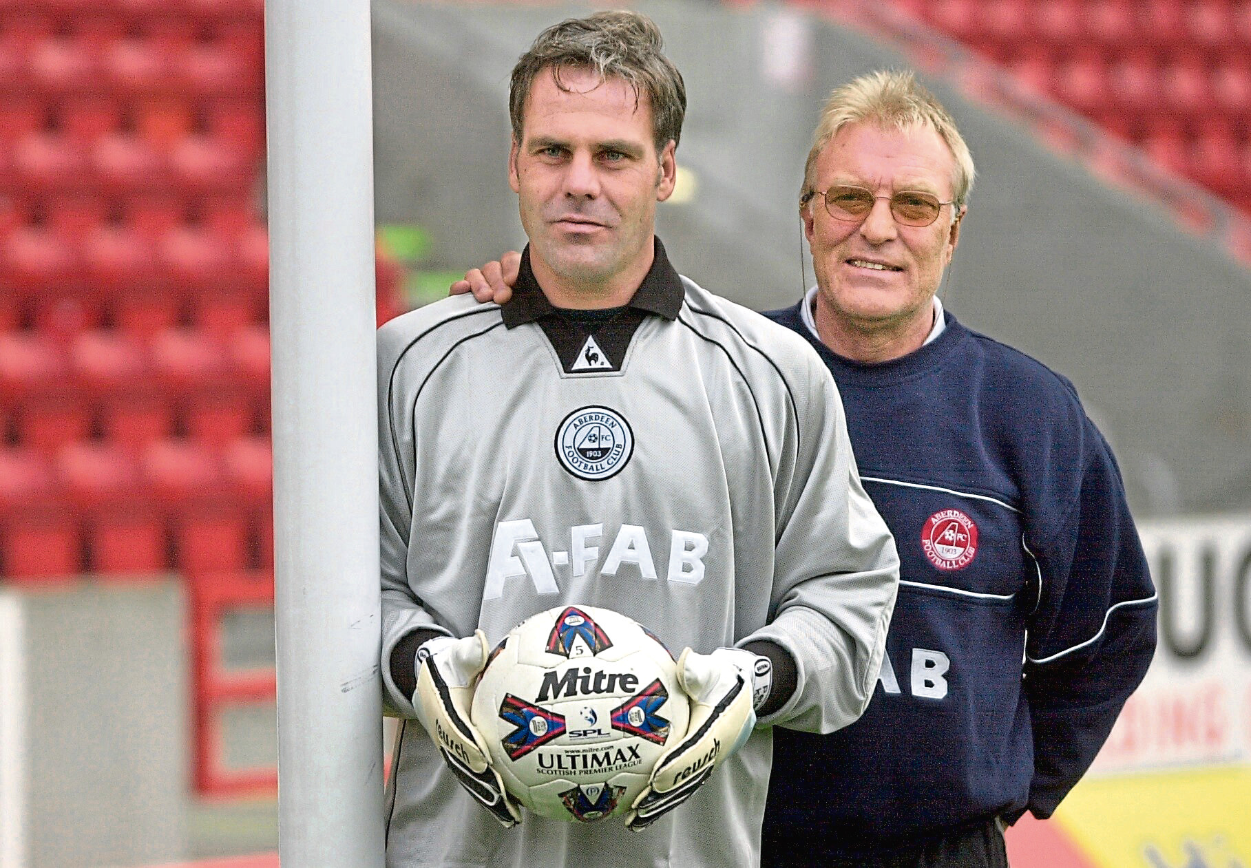 Dons boss Ebbe Skovdahl with Danish goalkeeper Peter Kjaer, signed from Besiktas.