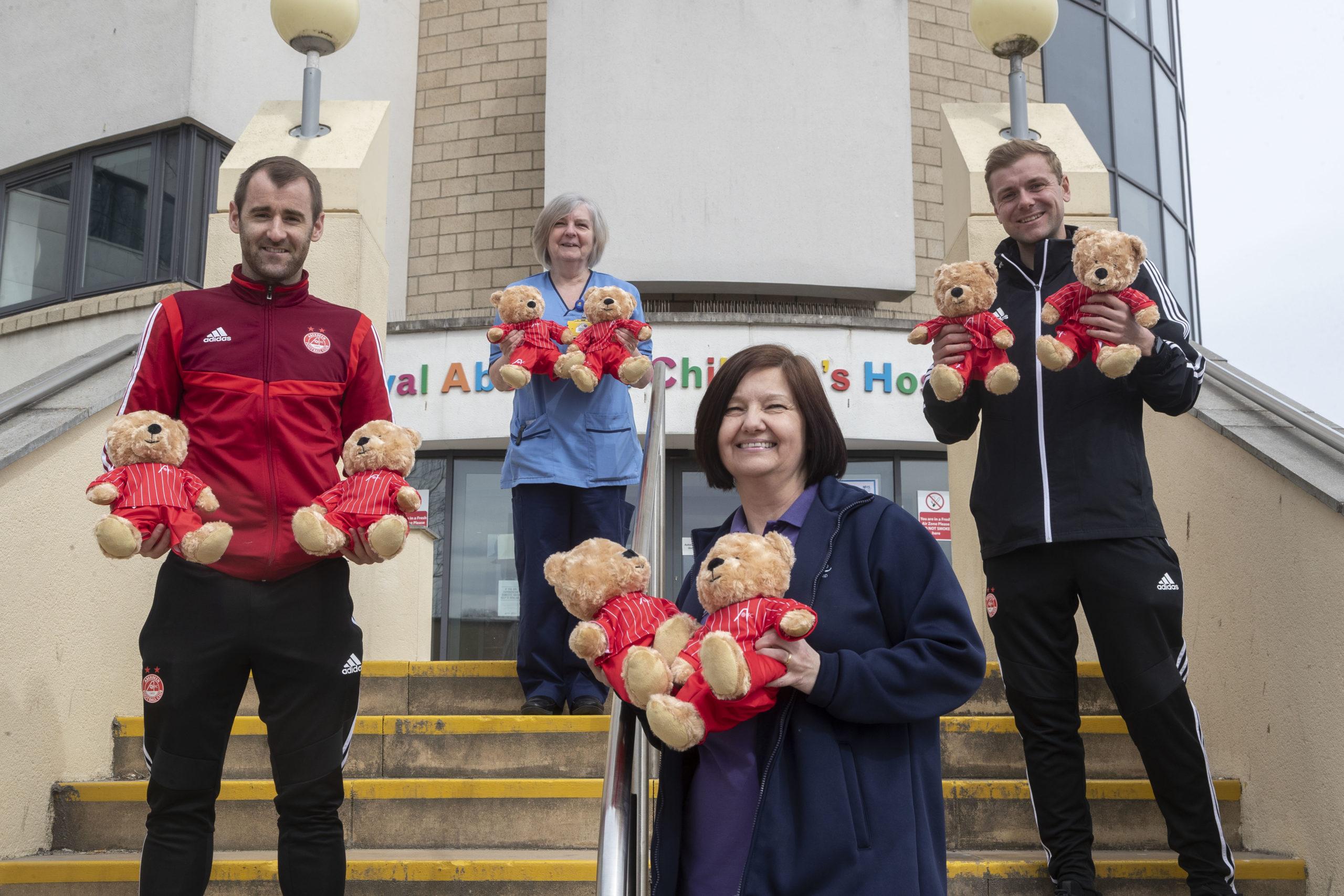Ena Cromar, Scott Duncan, Niall McGinn, Heather Beattie  Picture by Derek Ironside  / NEWSLINE MEDIA