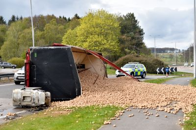 A lorry has overturned on the Thainstone roundabout