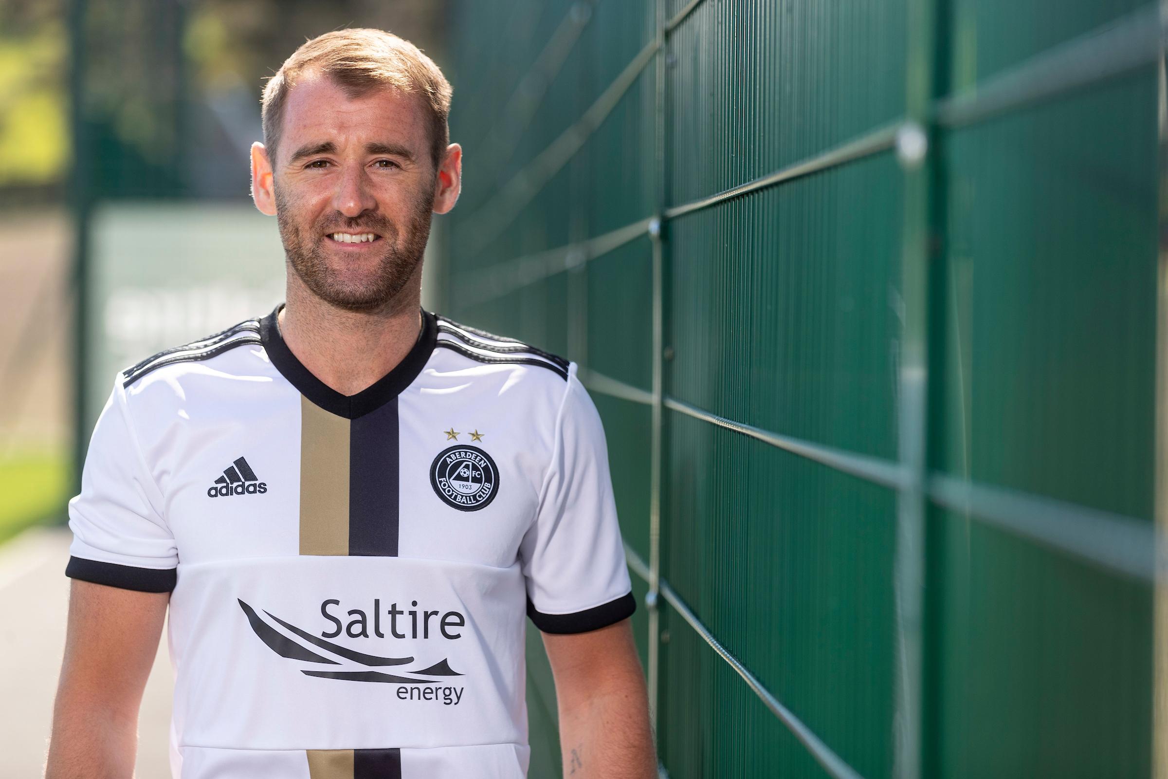 Niall McGinn models the new Aberdeen away kit. Picture: Newsline Media