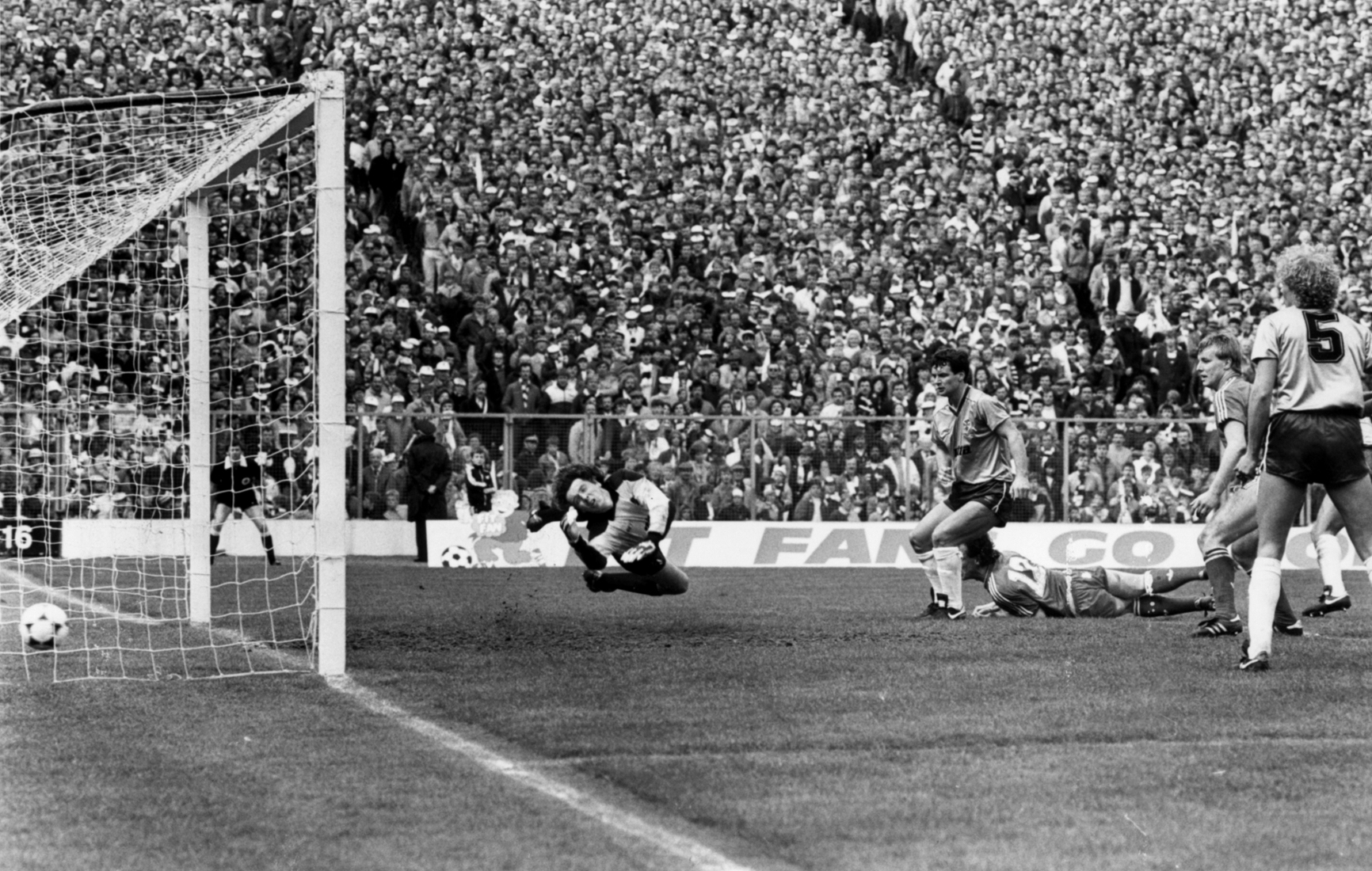 Billy Stark makes it 3-0 with a spectacular diving header at Hampden.