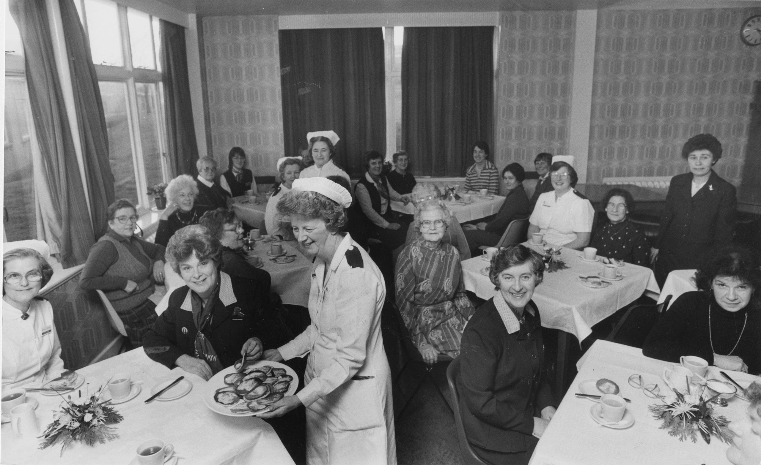 Aberdeen Children's Hospital 1985-01-08 (C)AJL  Muriel is sat far left